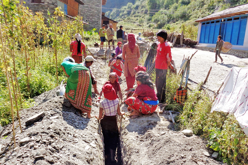 Locals working to fix the pipline for supplying drinking water in Avibhara Gaun in Myagdi district, on Thursday, November 10, 2016. Photo: RSS