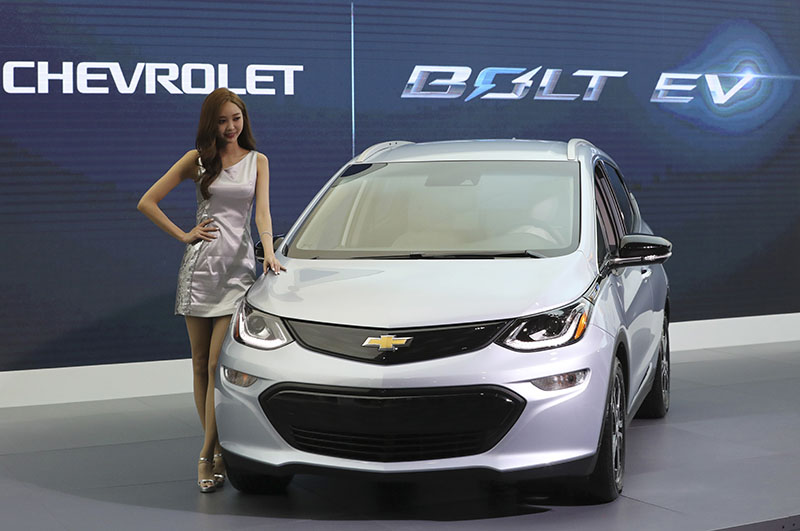 A model poses with Chevrolet's electric vehicle Bolt EV as it is unveiled at Korea Electronics Show or KES in Seoul, South Korea, on Wednesday, October 26, 2016. The vehicle is planned to go on sale in South Korea next year. Photo: AP