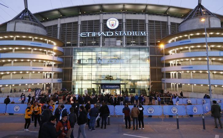Britain Football Soccer - Manchester City v FC Barcelona - UEFA Champions League Group Stage - Group C - Etihad Stadium, Manchester, England - 1/11/16nGeneral view as the Etihad Stadium is evacuated before the gamenAction Images via Reuters / Jason Cairnduff