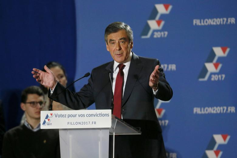 Francois Fillon, former French prime minister and member of Les Republicains political party, attends a rally as he campaigns in the second round for the French center-right presidential primary election in Lyon, France, November 22, 2016.  REUTERS/Robert Pratta