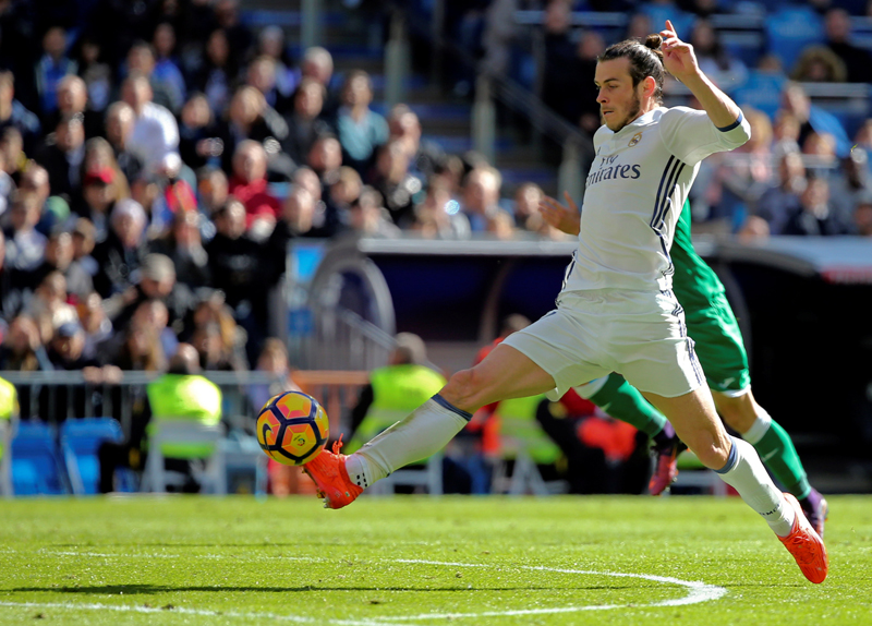 Real Madrid's Gareth Bale controls the ball before scoring a goal. Photo: Reuters
