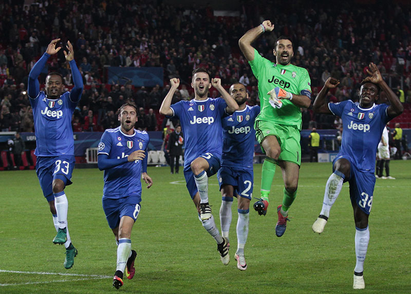 Juventus goalkeeper Gianluigi Buffon (second right) and his teammates celebrate their 3-1 win after the Group H Champions League soccer match between Sevilla and Juventus at the Ramon Sanchez-Pizjuan stadium in Seville, Spain, on Tuesday, November 22, 2016. Photo: AP
