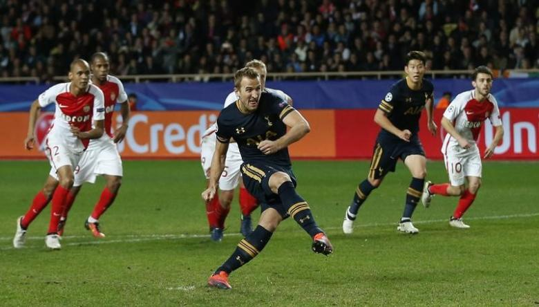 Britain Football Soccer - AS Monaco v Tottenham Hotspur - UEFA Champions League Group Stage - Group E - Stade Louis II, Monaco - 22/11/16 Tottenham's Harry Kane scores their first goal from a penalty Action Images via Reuters / Matthew Childs Livepic