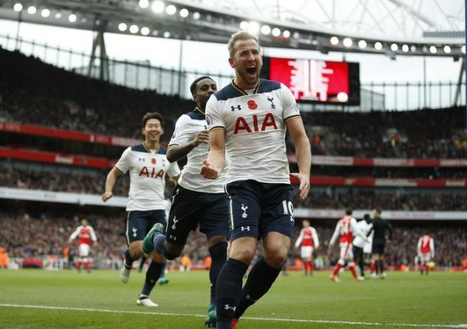Britain Football Soccer - Arsenal v Tottenham Hotspur - Premier League - Emirates Stadium - 6/11/16 Tottenham's Harry Kane celebrates scoring their first goal from the penalty spot  Action Images via Reuters / Andrew Couldridge/ Livepic/ Files