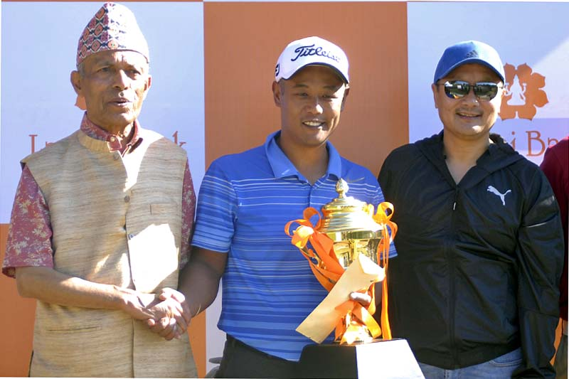 Chairman of Laxmi Bank Shambhu Prasad Acharya (left) shakes hands with winner Hemant Gurung as Laxmi Bank CEO Sudesh Khaling (right) looks on after the Laxmi Bank Open Golf Tournament at the Gokarna Golf Club in Kathmandu on Saturday, November 5, 2016. Photo: THT
