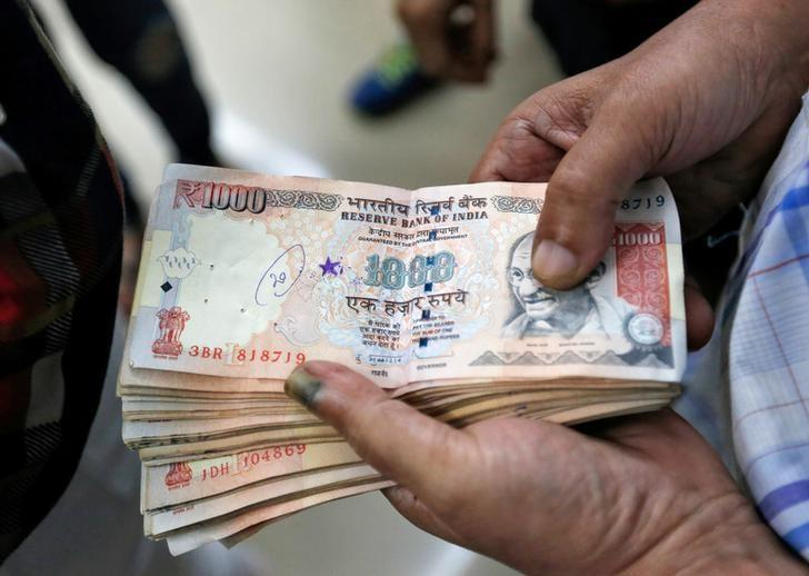A customer waits to deposit 1000 Indian rupee banknotes in a cash deposit machine at bank in Mumbai,  November 8, 2016. REUTERS/Danish Siddiqui
