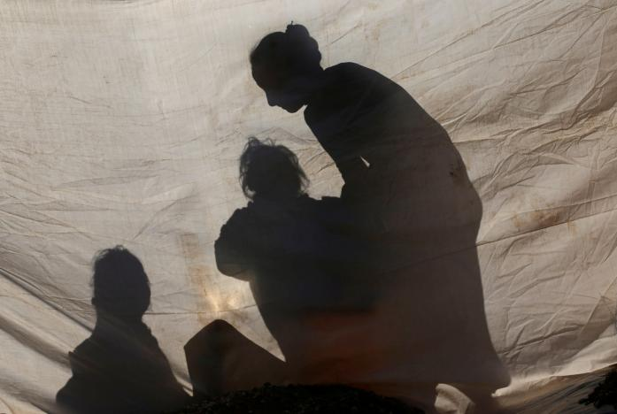 Displaced Iraqis, who fled the Islamic State stronghold of Mosul, are seen inside a tent at Khazer camp, Iraq November 23, 2016. REUTERS/Mohammed Salem