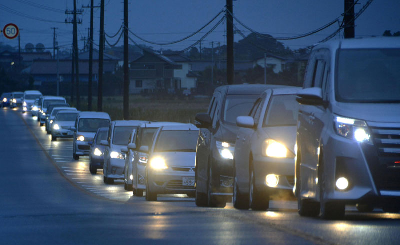 A traffic jam is seen as people evacuate after tsunami advisories were issued following an earthquake, in Iwaki, Fukushima prefecture, Japan, in this photo taken by Kyodo, on November 22, 2016. Photo: Reuters