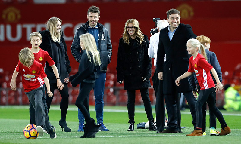 US actress Julia Roberts with her children Patricia, Phinnaeus and Henry on the pitch after the English Premier League football match between Manchester United and West Ham United at Old Trafford, Manchester, England, on Sunday, November 27, 2016. Photo: Martin Rickett/PA via AP