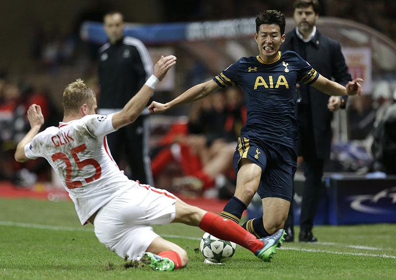 Monaco's Kamil Glik (left) challenges for the ball with Tottenham's Son Heung-min during their Champions League Group E soccer match Monaco against Tottenham at the Louis II stadium in Monaco, on Tuesday, November 22, 2016. Photo: AP