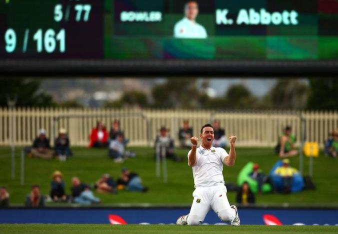Cricket - Australia v South Africa - Second Test cricket match - Bellerive Oval, Hobart, Australia - 15/11/16. South Africa's Kyle Abbott celebrates after taking the final wicket and defeating Australia.        REUTERS/David Gray