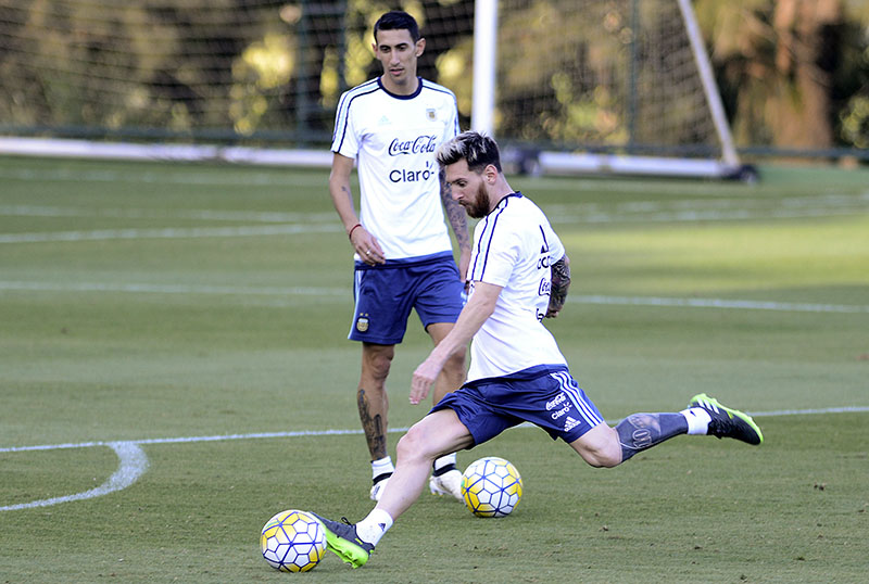 Argentina's Lionel Messi (front) and Angel Di Maria practice during a training session in Belo Horizonte, Brazil, on Tuesday, November 8, 2016. Photo: AP