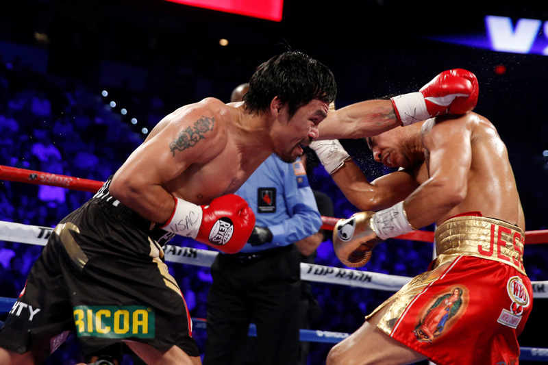 Manny Pacquiao (L) of the Philippines punches at WBO welterweight champion Jessie Vargas of Las Vegas during their title fight at the Thomas & Mack Center in Las Vegas, Nevada, US, November 5, 2016. Photo: Reuters
