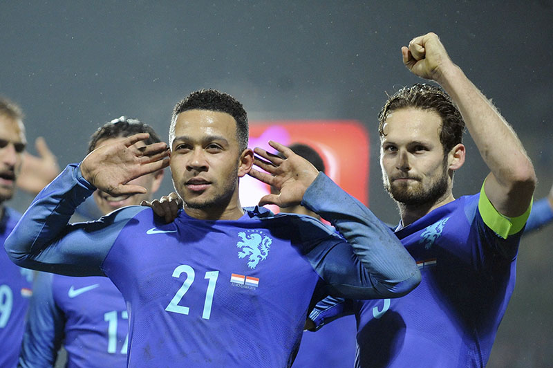 Netherland's Memphis Depay (left) reacts next to his team mate Daley Bling after scoring the 1-3 goal against Luxembourg during their World Cup Group A qualifying soccer match at the Josy Barthel stadium in Luxembourg, on Sunday, November 13, 2016. Photo: AP