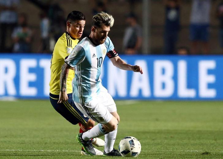 Football Soccer - Argentina v Colombia - 2018 World Cup Qualifiers - Del Bicentenario Stadium, San Juan, Argentina - 15/11/16.  Argentina's Lionel Messi is challenged by Colombia's James Rodriguez. REUTERS/Enrique Marcarian