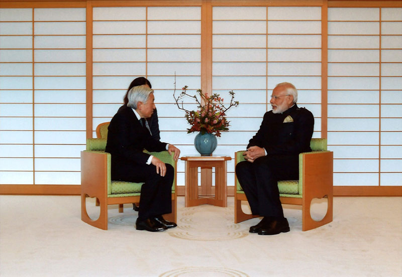 Indian Prime Minister Narendra Modi (right) talks with Japan's Emperor Akihito during a meeting at the Imperial Palace in Tokyo, Japan, on November 11, 2016. Imperial Household Agency of Japan via Reuters
