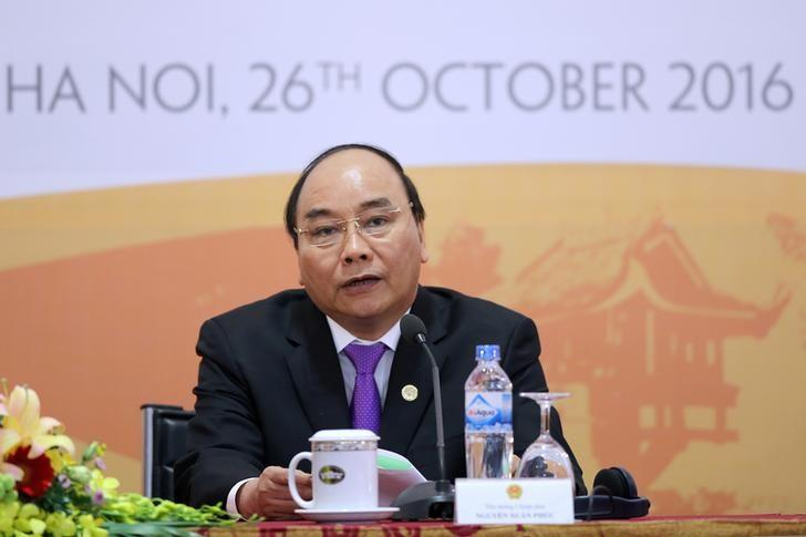 Vietnam's Prime Minister Nguyen Xuan Phuc speaks during a news conference after the 8th Cambodia-Laos-Myanmar-Vietnam Summit (CLMV-8) and the 7th Ayeyawady-Chao Phraya-Mekong Economic Cooperation Strategy Summit (ACMECS-7) in Hanoi, Vietnam October 26, 2016. REUTERS/Luong Thai Linh/Pool
