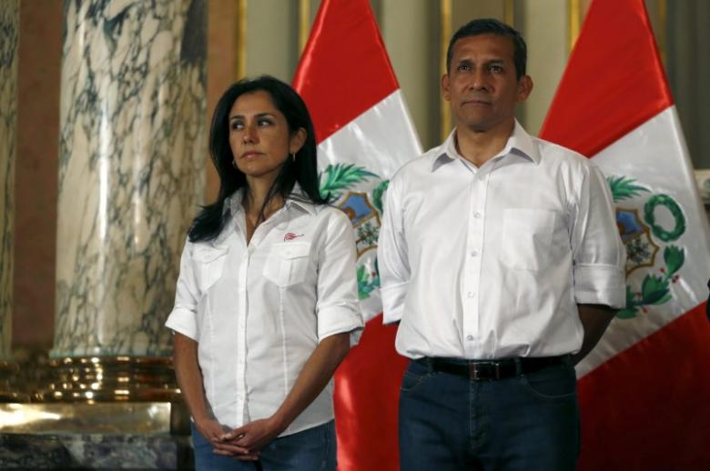 Peru's President Ollanta Humala (R) and his wife Nadine Heredia attend a ceremony at the Government Palace in Lima, Peru, July 30, 2015. REUTERS/Mariana Bazo/ Files
