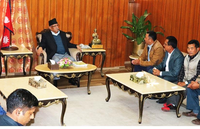 Prime Minister Pushpa Kamal Dahal receives a delegation from the Kaski district, at the PMu0092s Secretariat in Baluwatar, Kathmandu, on Friday, November 25, 2016. Photo: PMu0092s Secretariat
