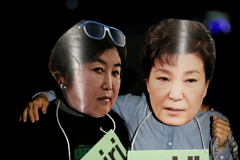 Protesters wearing cut-outs of South Korean President Park Geun-hye (right) and Choi Soon-sil attend a protest denouncing Park over a recent influence-peddling scandal in central Seoul, South Korea, on October 27, 2016. Photo: Reuters