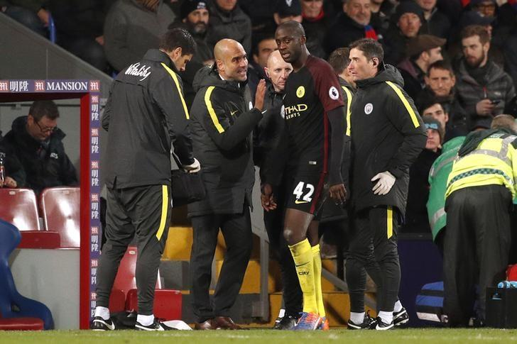 Britain Football Soccer - Crystal Palace v Manchester City - Premier League - Selhurst Park - 19/11/16 Manchester City manager Pep Guardiola speaks to Yaya Toure  Action Images via Reuters / John Sibley Livepic