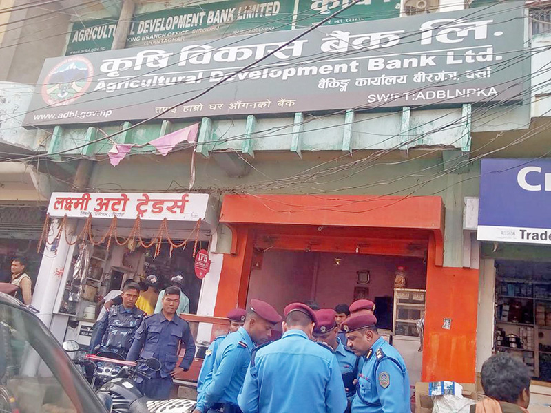 Police personnel investigating a theft case reported from the  Birgunj-based Agricultral Development Bank, on Monday, November 28, 2016. Photo: Ram Sarraf