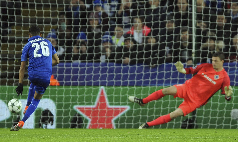 Leicester's Riyad Mahrez scores from a penalty against Brugge's goalkeeper Ludovic Butelle (right) during the Champions League Group G soccer match between Leicester City and Club Brugge in Leicester, England, on Tuesday, November 22, 2015. Photo: AP