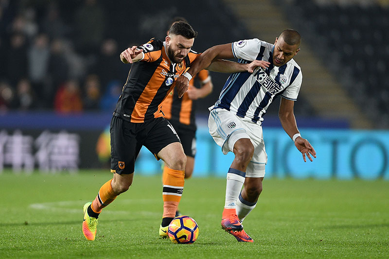 Hull City's Robert Snodgrass (left), and West Bromwich Albion's Jose Salomon Rondon battle for the ball during their English Premier League soccer match at the KCOM Stadium, Hull, England, on Saturday, November 26, 2016. Photo: Daniel Hambury/PA via AP