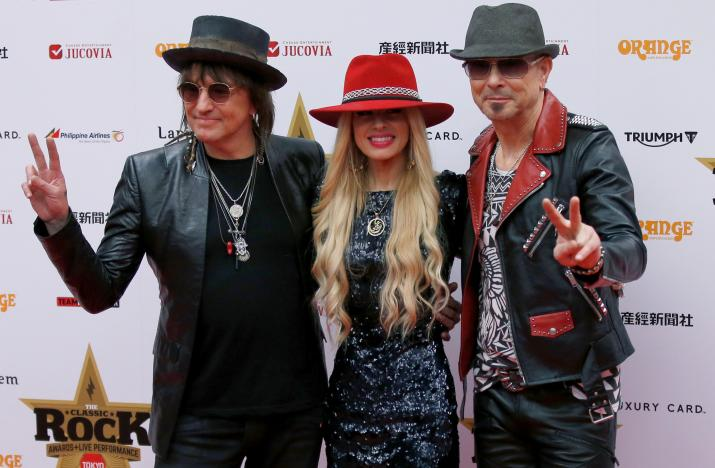 (R-L) Musicians Rudolf Schenker, Orianthi, and Richie Sambora pose on the red carpet at the 2016 Classic Rock Roll of Honour awards in Tokyo, Japan, November 11, 2016.   REUTERS/Toru Hanai
