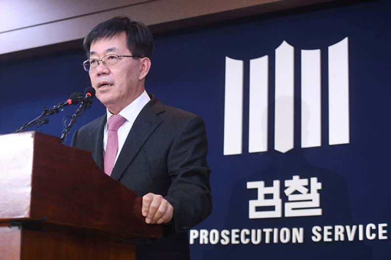 Lee Young-ryeol, chief prosecutor of Seoul Central Prosecutors' Office, speaks during a news conference in Seoul, South Korea, on November 20, 2016. Photo: Reuters