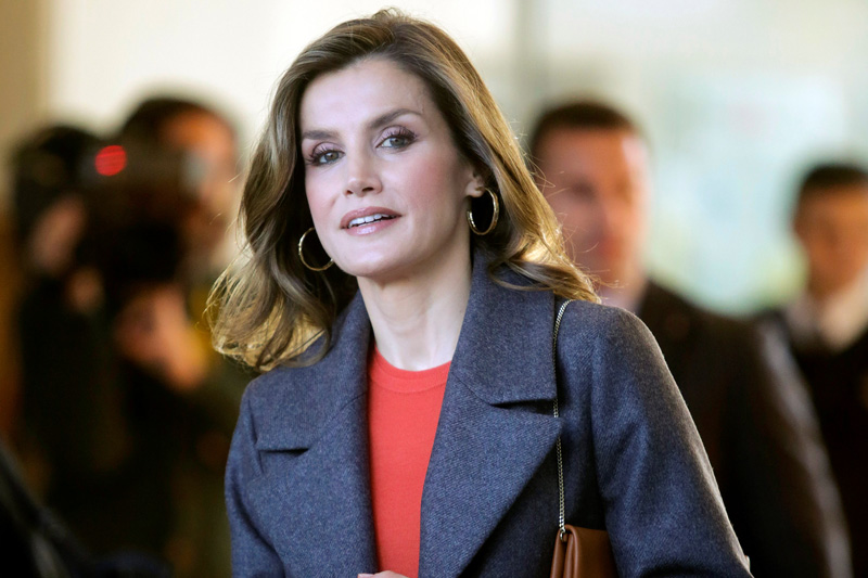 Spain's Queen Letizia leaves the science and technology division of the University of Porto on the second day of an official visit to Portugal, in Porto, Portugal November 30, 2016. Photo: Reuters