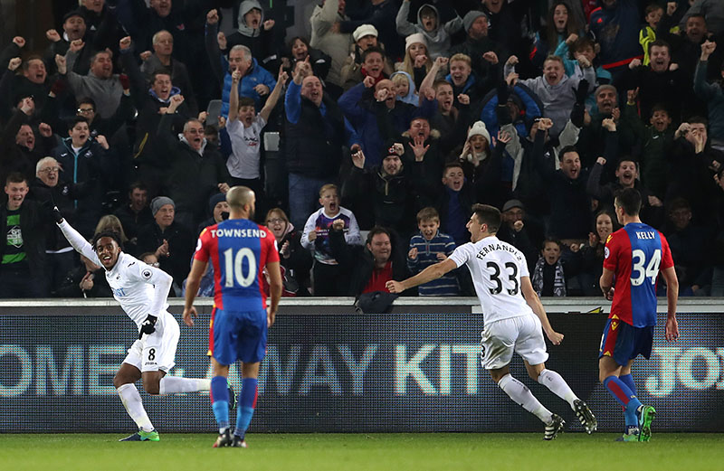 Swansea City's Leroy Fer (left) celebrates scoring during their English Premier League soccer match against Crystal Palace at the Liberty Stadium, Swansea, Wales, on Saturday, November 26, 2016. Photo: Nick Potts/PA via AP