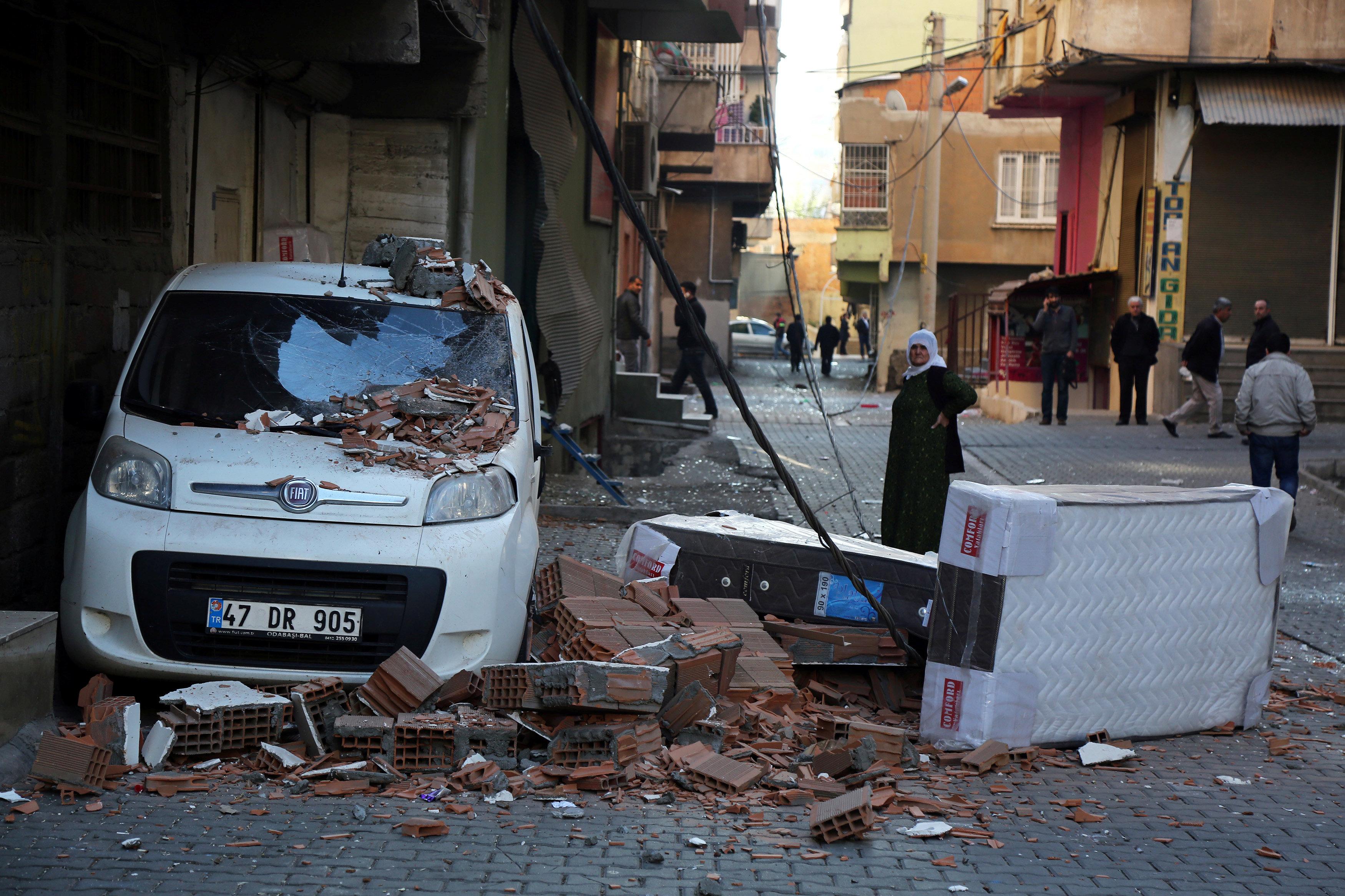 A damaged vehicle is seen after a blast in the Kurdish-dominated southeastern city of Diyarbakir, Turkey, November 4, 2016. REUTERS/Sertac Kayar