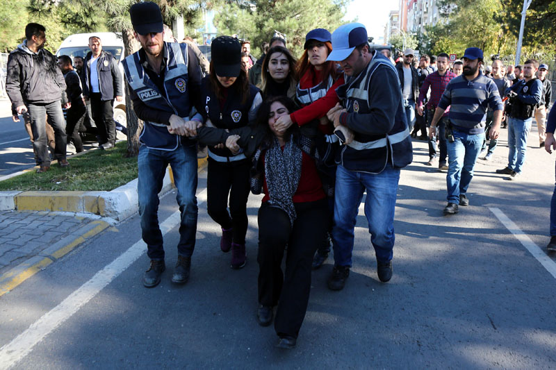 Police detain Sebahat Tuncel, co-chair of the pro-Kurdish Democratic Regions Party (DBP), during a protest against the arrest of Kurdish lawmakers, in the southeastern city of Diyarbakir, Turkey, on November 4, 2016. Photo: Reuters