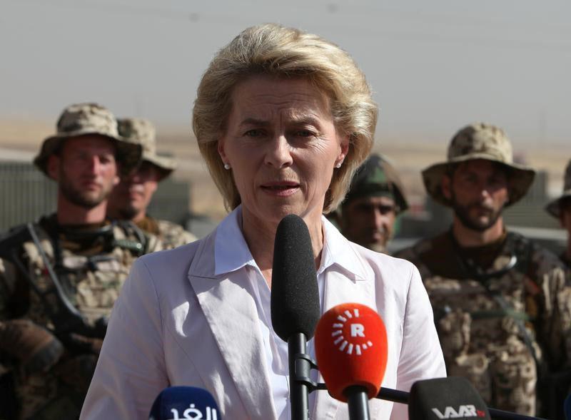 German Defence Minister Ursula von der Leyen speaks to Kurdish Peshmerga and German Bundeswehr soldiers during her visit to the educational centre Banslawa near Erbil, Iraq, on  September 23, 2016. Photo: Reutes