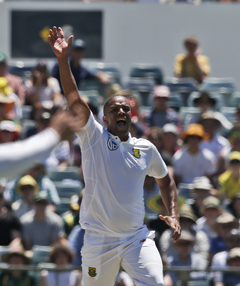 South Africa's bowler Vernon Philander appeals for a wicket on the second day of play during their cricket test match against Australia in Perth, Australia, Friday, Nov. 4, 2016. Photo: AP