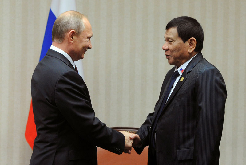 Russian President Vladimir Putin and Philippine President Rodrigo Duterte attend a meeting on the sidelines of the Asia-Pacific Economic Cooperation (APEC) Summit in Lima, Peru, on November 19, 2016. Photo: Reuters