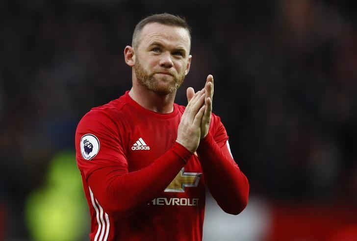 Britain Football Soccer - Manchester United v Arsenal - Premier League - Old Trafford - 19/11/16 Manchester United's Wayne Rooney applauds the fans after the match Action Images via Reuters / Jason Cairnduff Livepic