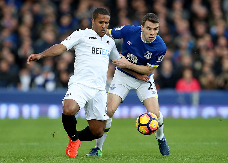 Swansea City's Wayne Routledge, left, and Everton's Seamus Coleman battle for the ball during the English Premier League soccer match against Swansea City at Goodison Park, Liverpool, England, on Saturday, November 19, 2016. Photo: Peter Byrne/PA via AP
