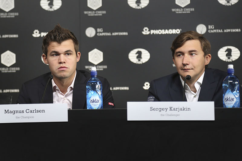 Chess world champion Magnus Carlsen of Norway (left), and his challenger, Sergey Karjakin of Russia, participate in a news conference to promote the World Chess Championship in New York, on Thursday, November 10, 2016. The championship returns to New York after 21 years and runs until November 30, 2016. Photo: AP