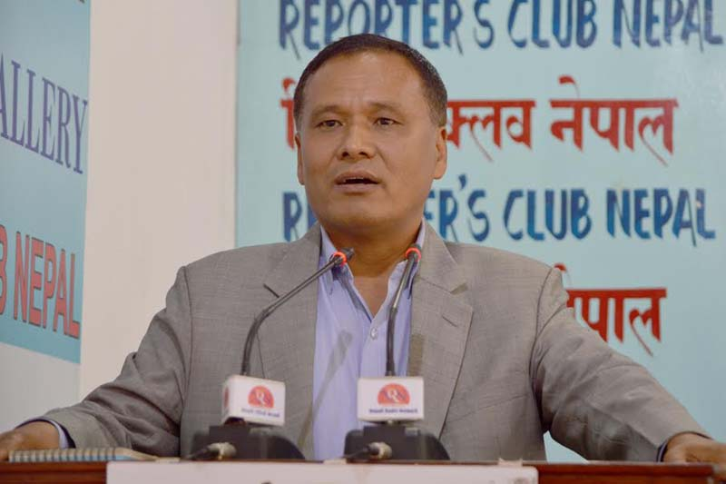 Nepal Electricity Authority (NEA) Managing Director Kul Man Ghising speaks with journalists in Kathmandu, on Monday, November 14, 2016. Photo: Reporters' Club