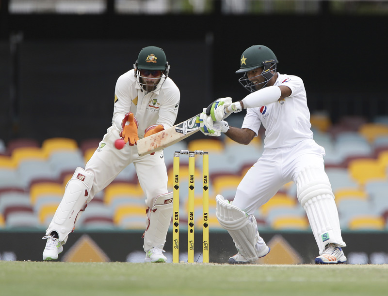 Pakistan's Asad Shafiq plays a shot as Australia's wicket keeper Matthew Wade, left, looks on during play on the final day of the first cricket test between Australia and Pakistan in Brisbane, Australia, Monday, Dec. 19, 2016. Photo: AP