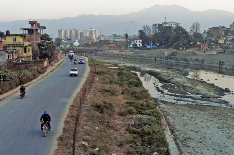 Vehicles passing through the Bagmati River corridor to avoid traffic jams, in Sankhamul, Kathmandu, on Tuesday, December 13, 2016. Photo: THT