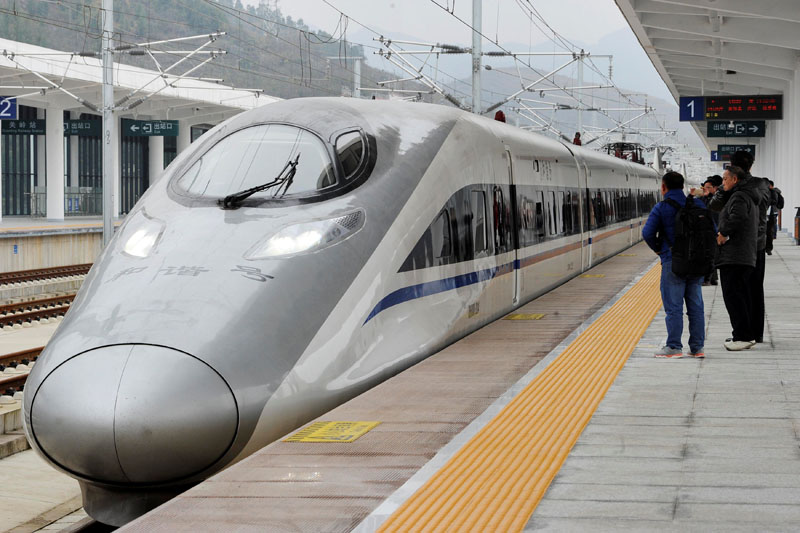 A high-speed railway train linking Shanghai and Kunming, of Yunnan province, is seen at a station during a partial operation, in Anshun, Guizhou province, China, on December 28, 2016.  Photo: Reuters