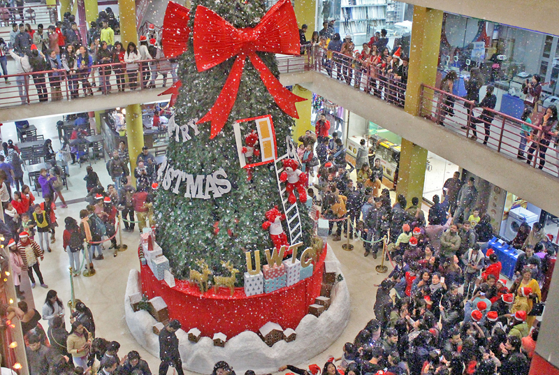 Locals throng the World Trade Centre on the occasion of Christmas in Kathmandu, on Sunday, December 25, 2016. Photo: RSS