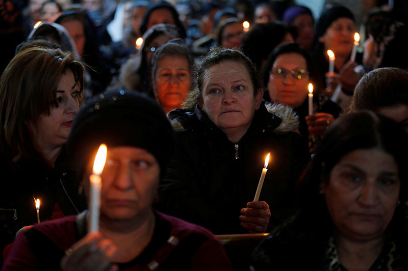 Iraqi Christians attend a mass on Christmas eve at the Mar Shemoni church in the town of Bartella east of Mosul, on December 24, 2016.Photo: Reuters