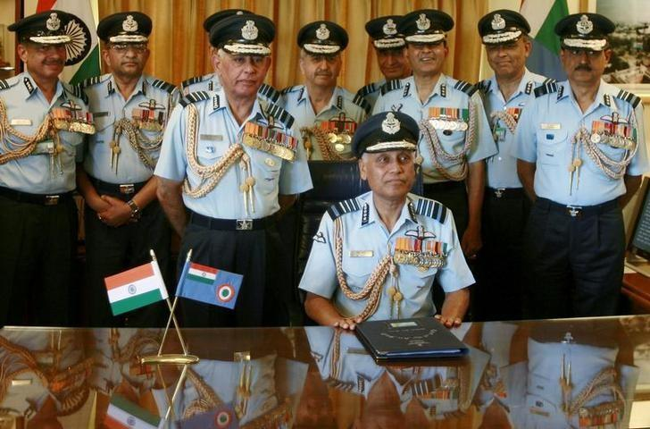 Outgoing Indian Air Force (IAF) Chief SP Tyagi (centre) poses for a picture with his staff before handing over the charge to new Chief F.H. Major at the IAF headquarters in New Delhi March 31, 2007. REUTERS/Vijay Mathur/Files