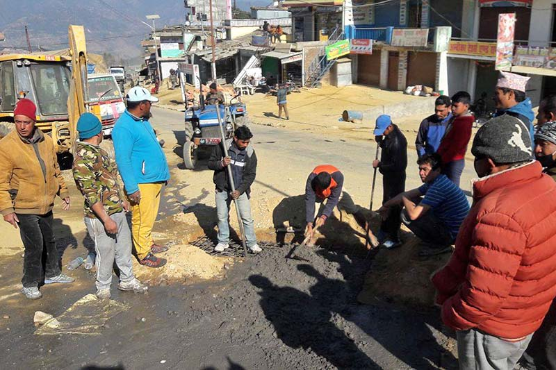 Local youth and government staff work for maintenance of a road, at Tuphan Danda in Baghkhor of Dadeldhura, on Monday, December 26, 2016. Photo: Baburam Shrestha/THT
