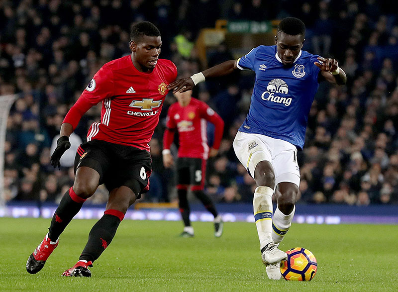 Manchester United's Paul Pogba (left) and Everton's Idrissa Gueye battle for the ball during the English Premier League soccer match at Goodison Park, Liverpool, England, on Sunday, December 4, 2016. Photo: Peter Byrne/PA via AP