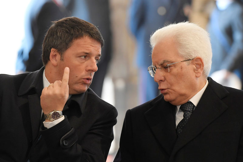 Italian Prime Minister Matteo Renzi talks to President Sergio Mattarella before a ceremony led by Pope Francis to close the Holy Door marking the closing of the Catholic Jubilee Year of Mercy in Saint Peter's Basilica at the Vatican on November 20, 2016. Photo: Reuters